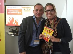 Op de foto met het boek Engaging content van Schrijver Patrick Petersen