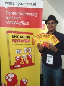 op de foto met engaging content boek